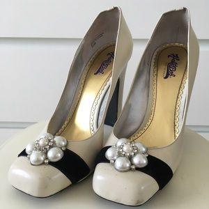 Ivory Chuncky Heel Pearl detail Pump